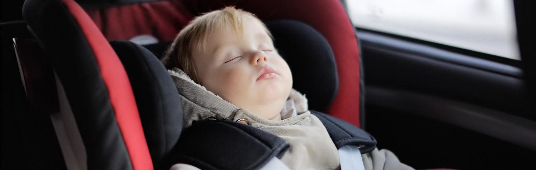 Comfort-auto-bimbo-dorme